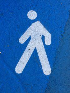 Leuchtende Fahrbahnmarkierungen weisen nicht nur Wikipedianern den Weg.
