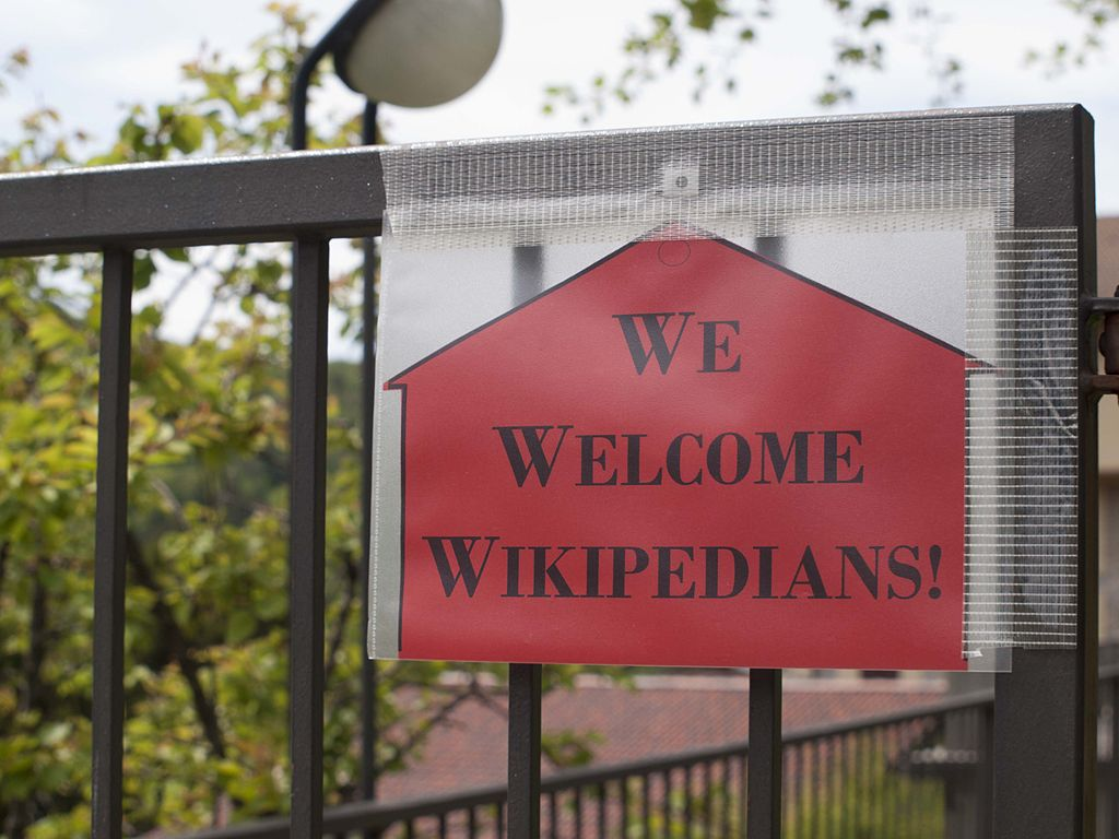 "Bild: Bild: Alessandra Meloni, ""We welcome wikipedians!"" in Esino Lario, CC BY-SA 4.0"