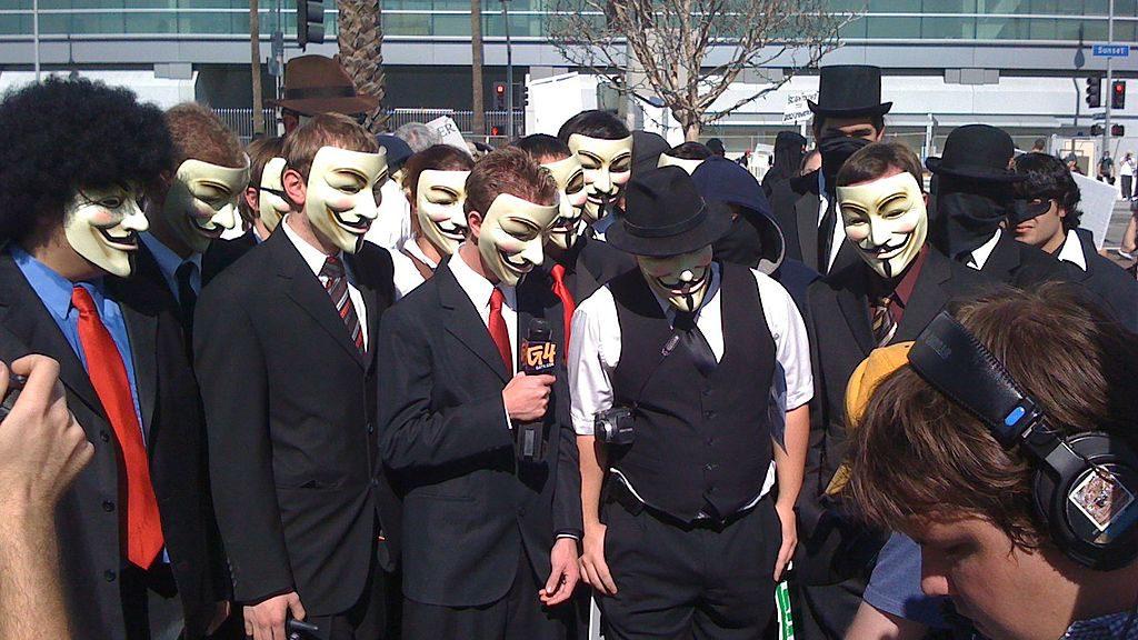 Beschreibung  English: Los Angeles Anonymous-Chanology protest scene 10 Feb 2008. Datum 10. Februar 2008 Quelle Eigenes Werk Urheber Michael Pattinson