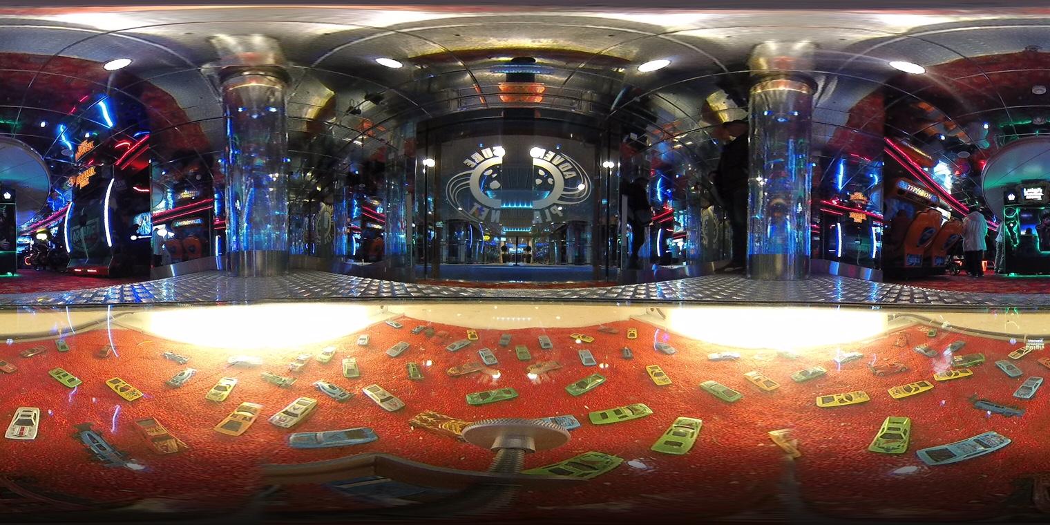 360-Grad-Aufnahme der Spielhalle auf der Color Magic.